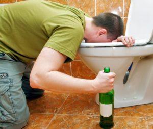 Причины, по которым может быть рвота с кровью после алкоголя